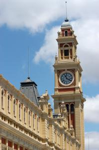 Foto em destaque da torre da Estação da Luz.